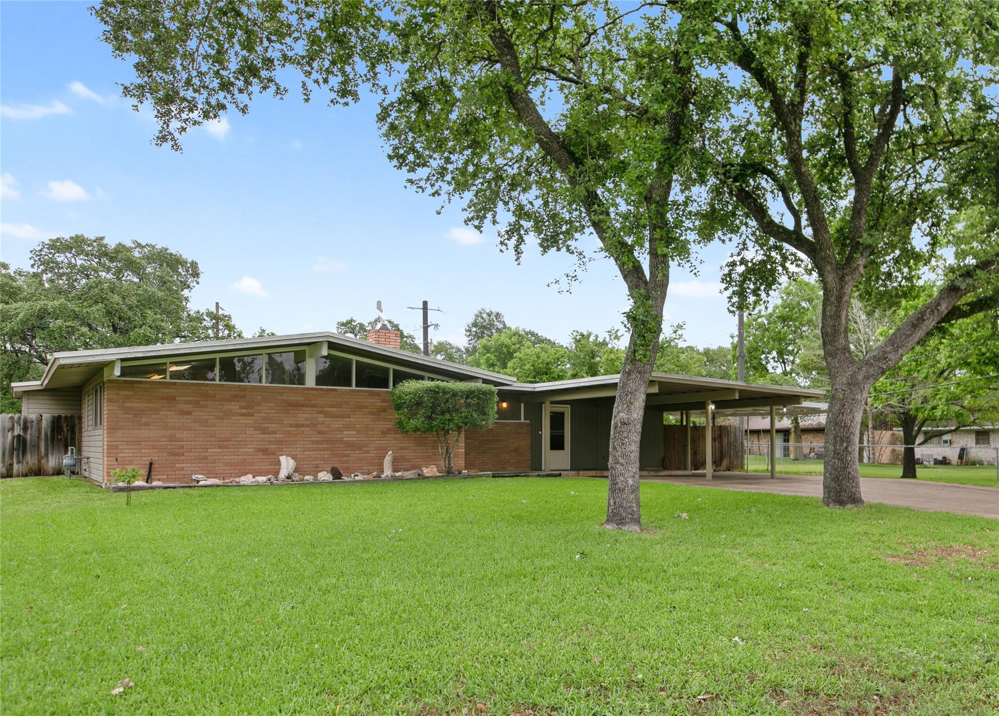 503 Glade Street Property Photo