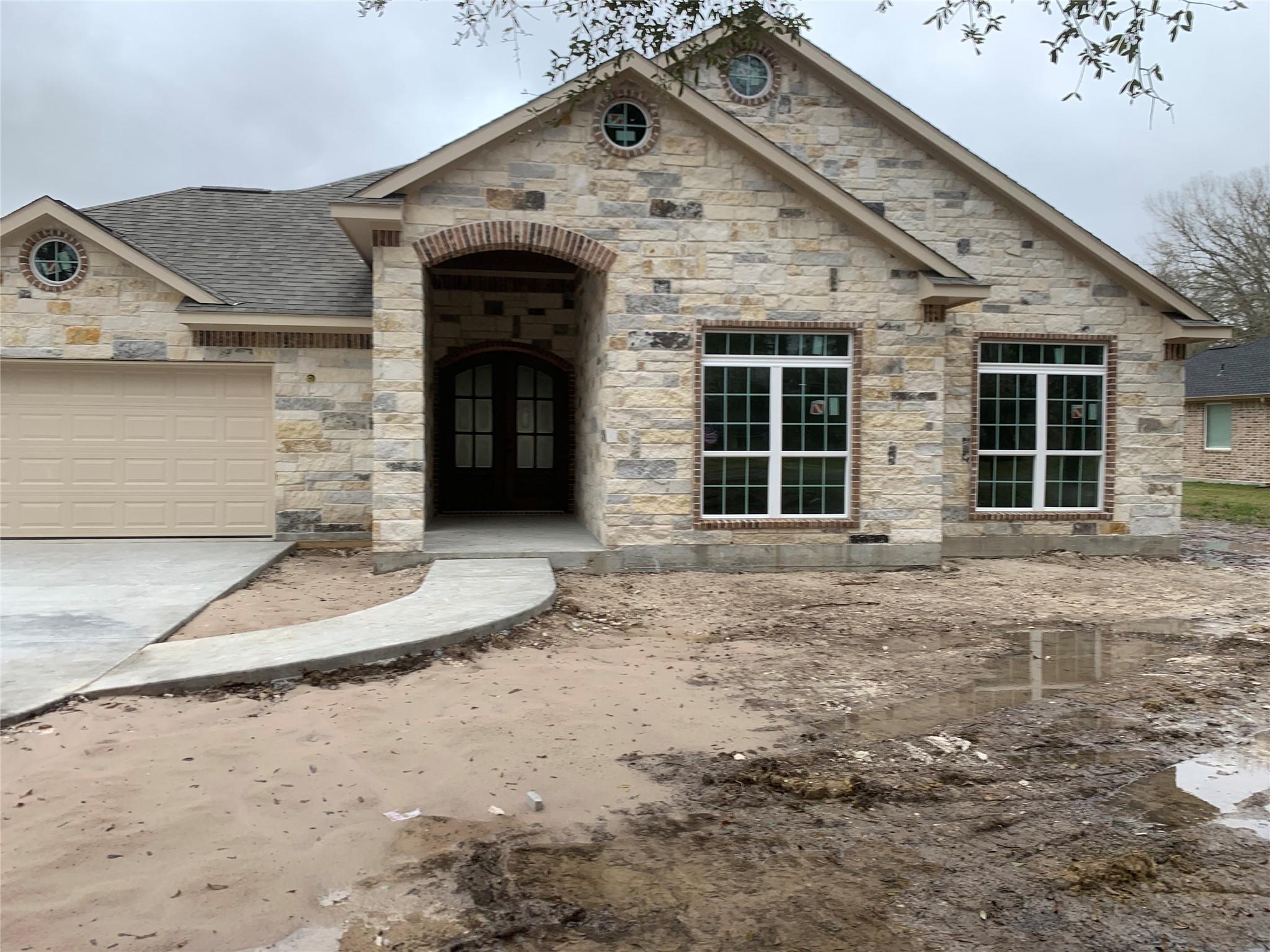 607 Oak St Street Property Photo - Anahuac, TX real estate listing