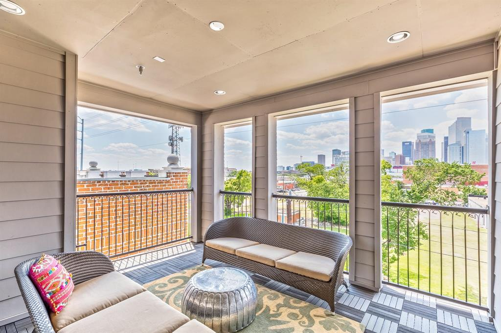 1009 St Charles Street Property Photo - Houston, TX real estate listing