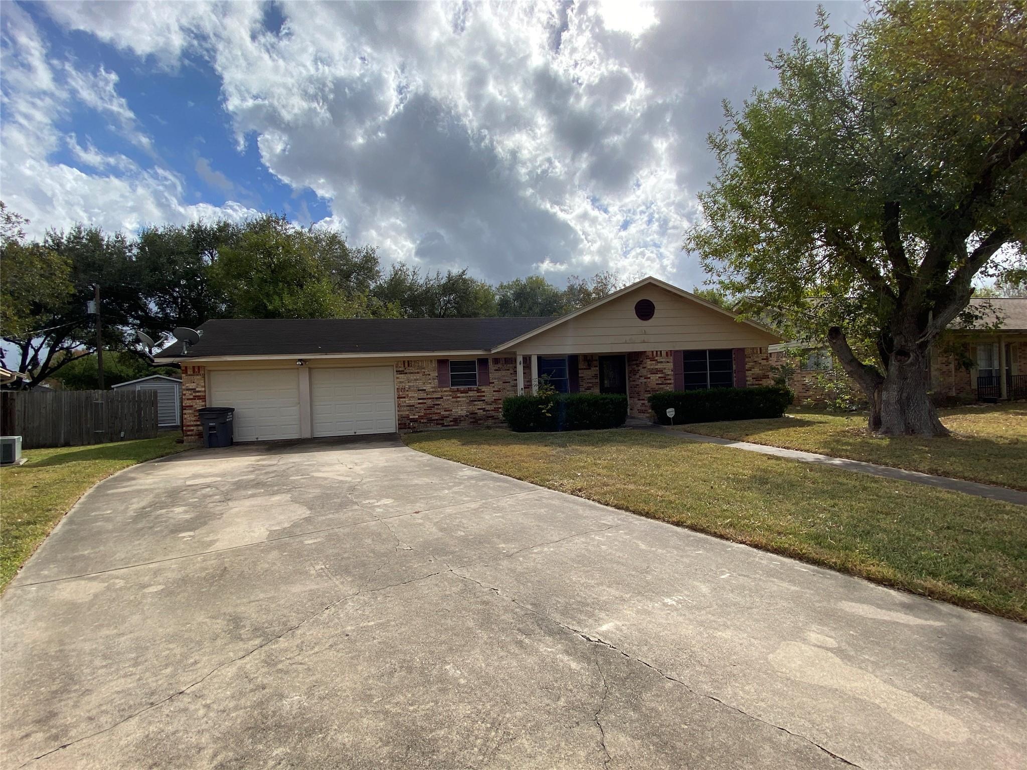 109 Bristol Court Property Photo - Victoria, TX real estate listing