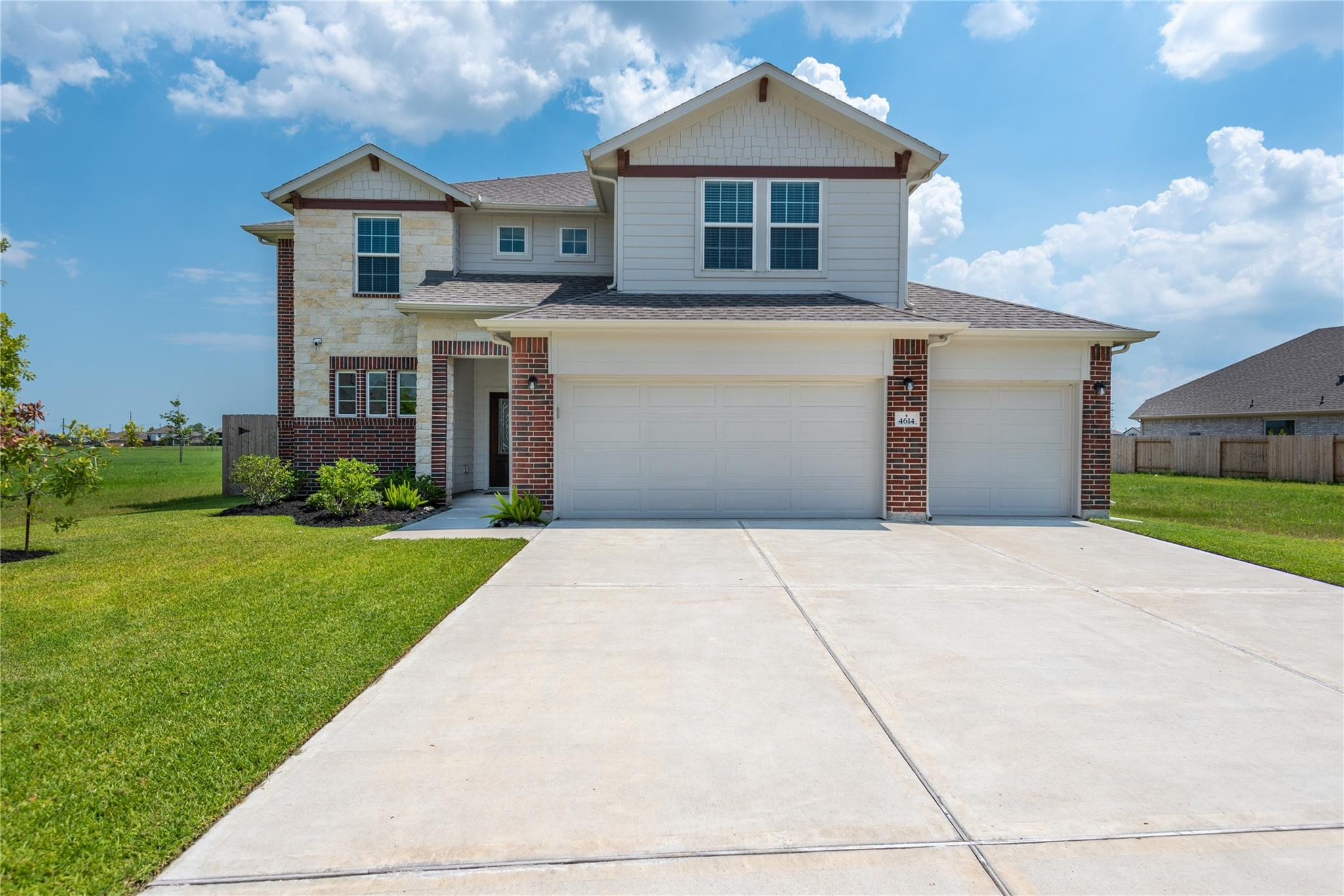 4614 Goldeneye Drive Property Photo - Baytown, TX real estate listing