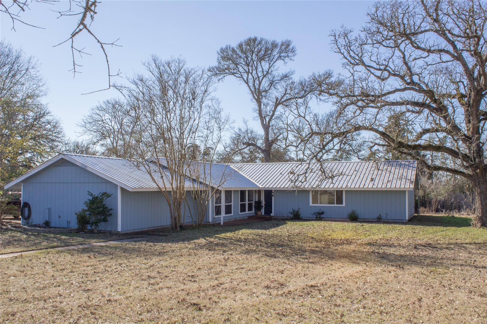 529 Happy Hollow Road Property Photo 1