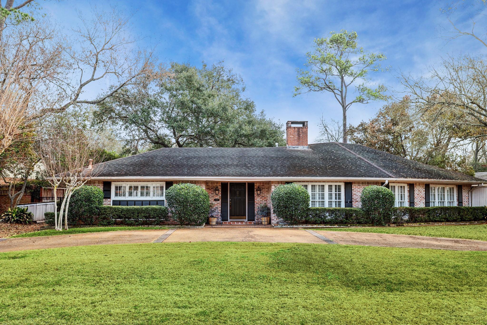 1109 River Bend Drive Property Photo - Hunters Creek Village, TX real estate listing