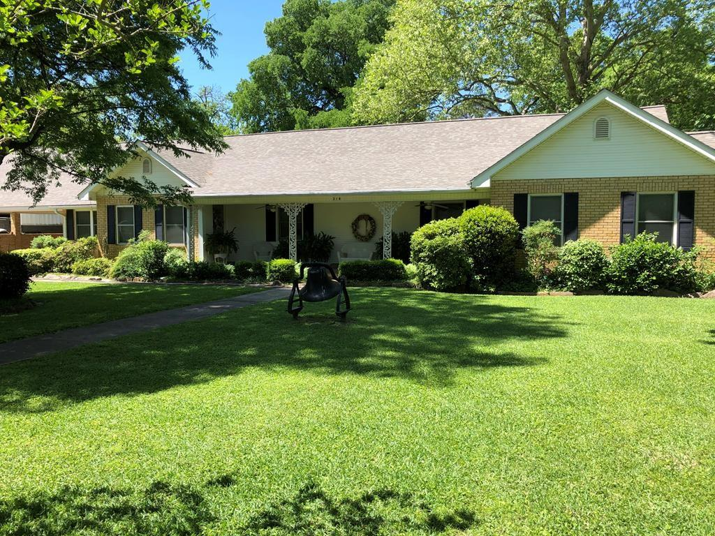 319 North Market Property Photo - Grapeland, TX real estate listing