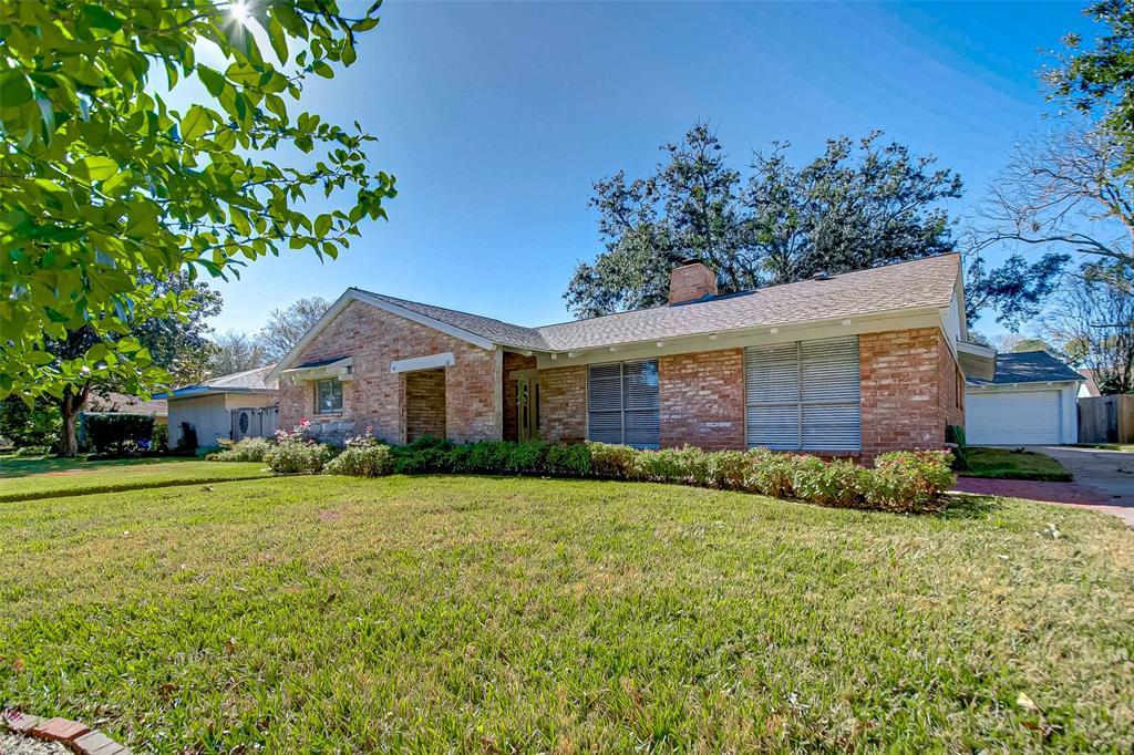 18318 Carriage Lane, Nassau Bay, TX 77058 - Nassau Bay, TX real estate listing