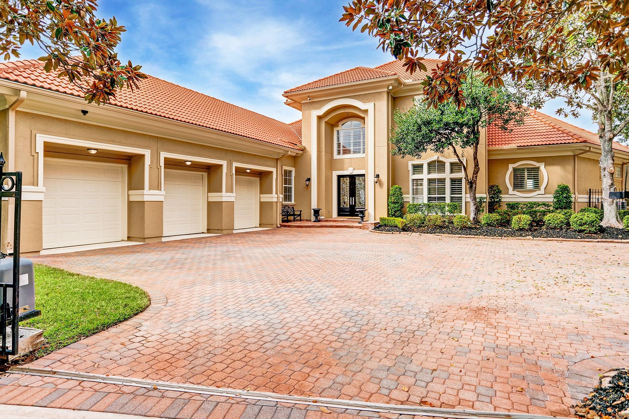2 Waterford Oaks Lane Property Photo - Kemah, TX real estate listing