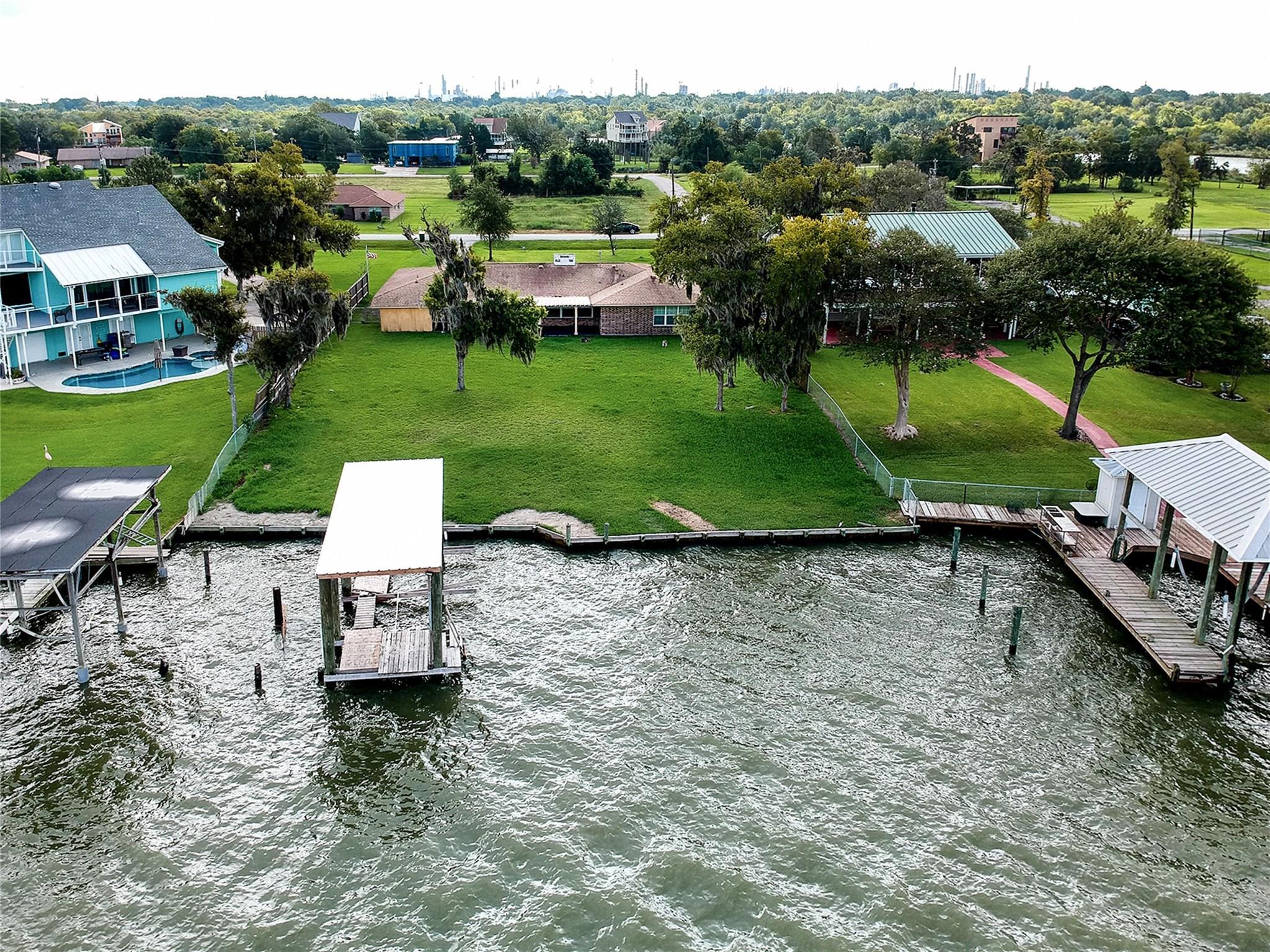 458 S Burnett Drive Property Photo - Baytown, TX real estate listing