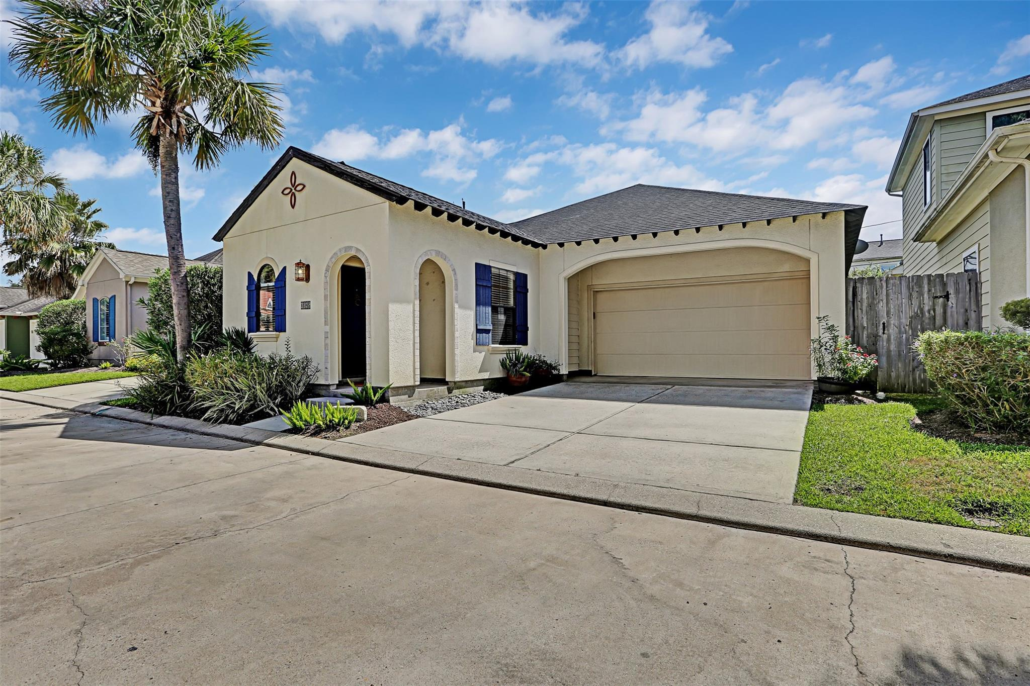 6045 Yale Street Property Photo - Houston, TX real estate listing
