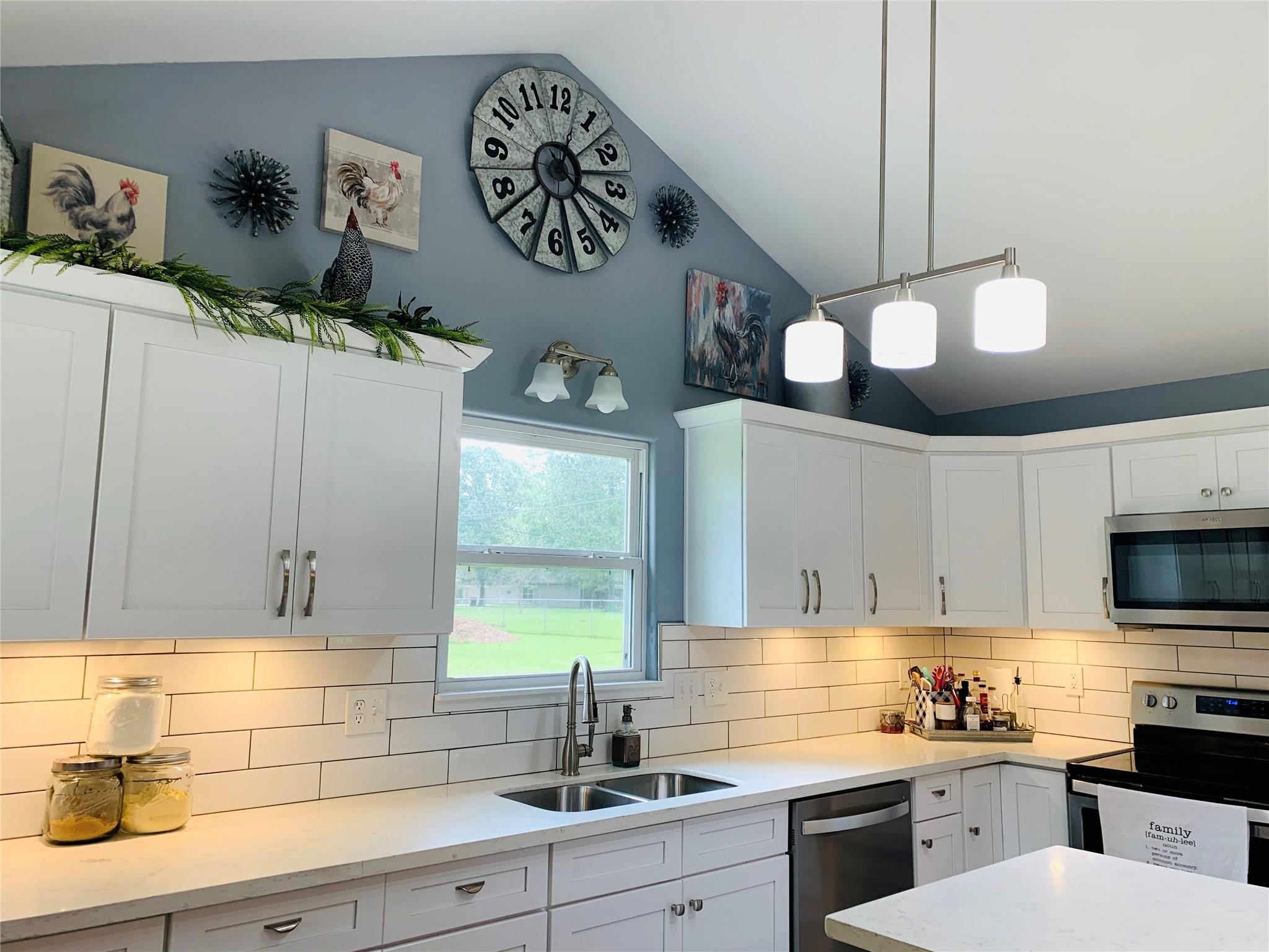 326 Pinehurst Drive Property Photo - Sour Lake, TX real estate listing