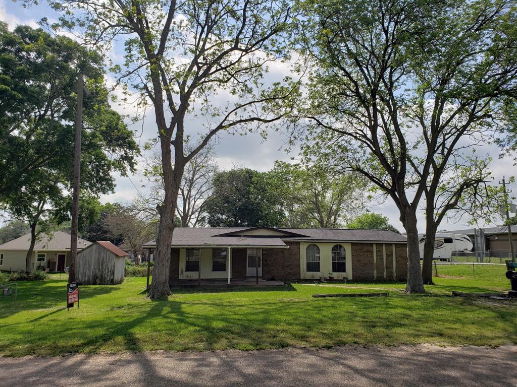 1107 Mulcahy Property Photo - Damon, TX real estate listing