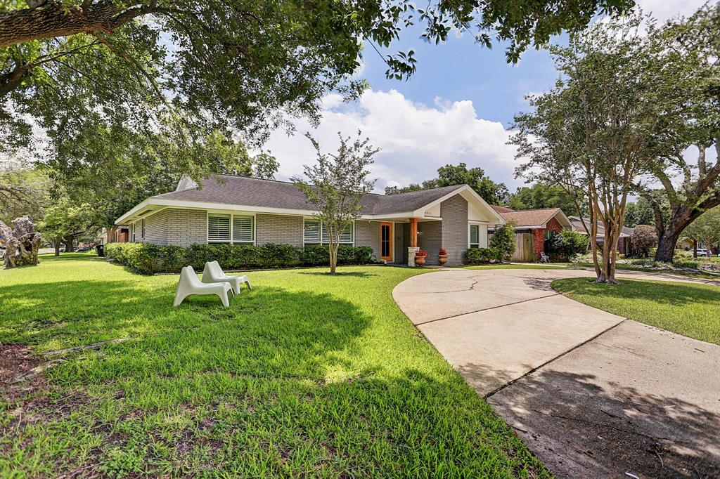 4801 Willowbend Boulevard Property Photo - Houston, TX real estate listing