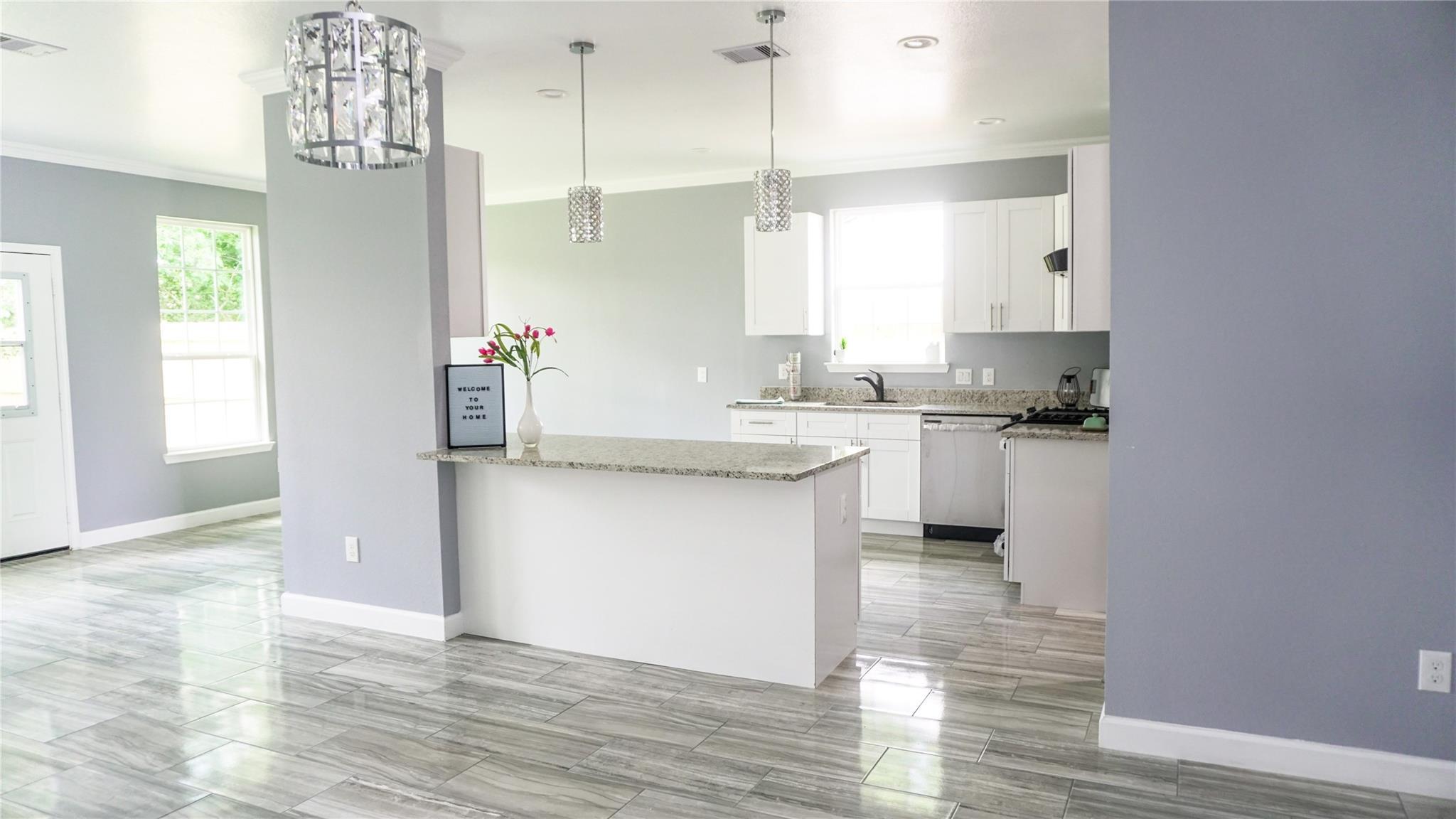 5838 Lyndhurst Drive Property Photo - Houston, TX real estate listing