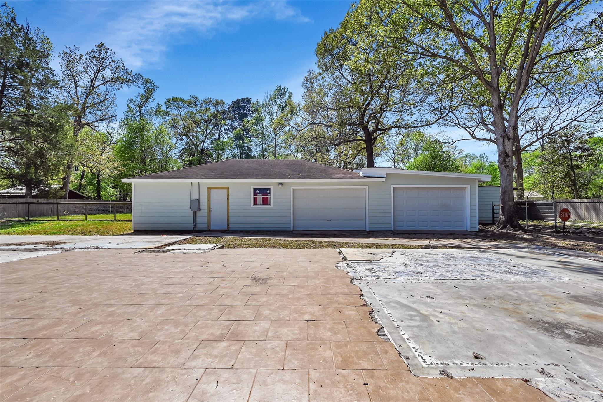128 White Oak Drive N Property Photo