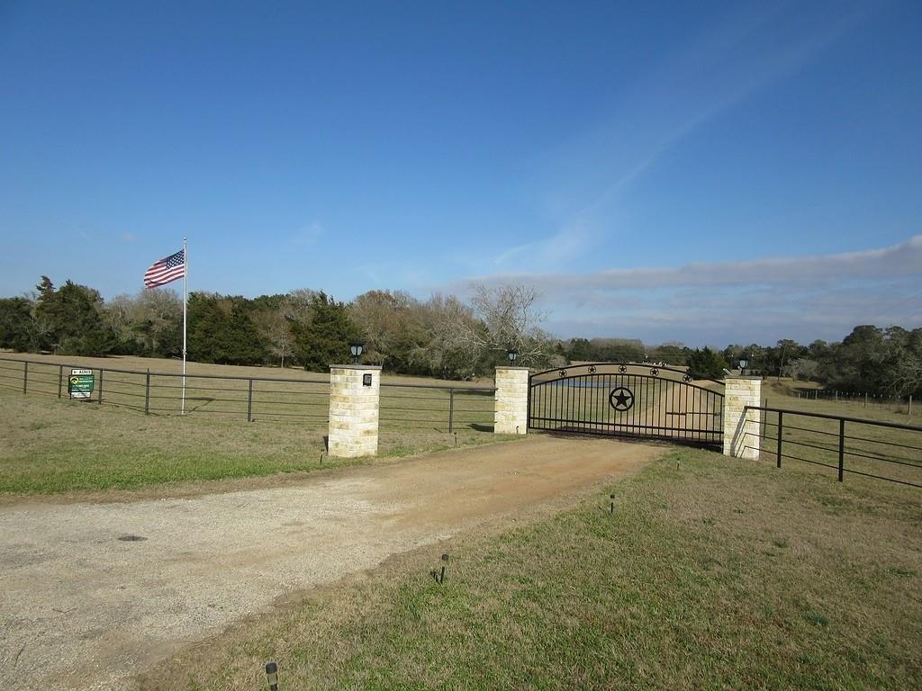9953 N US Highway 77 Property Photo - Schulenburg, TX real estate listing