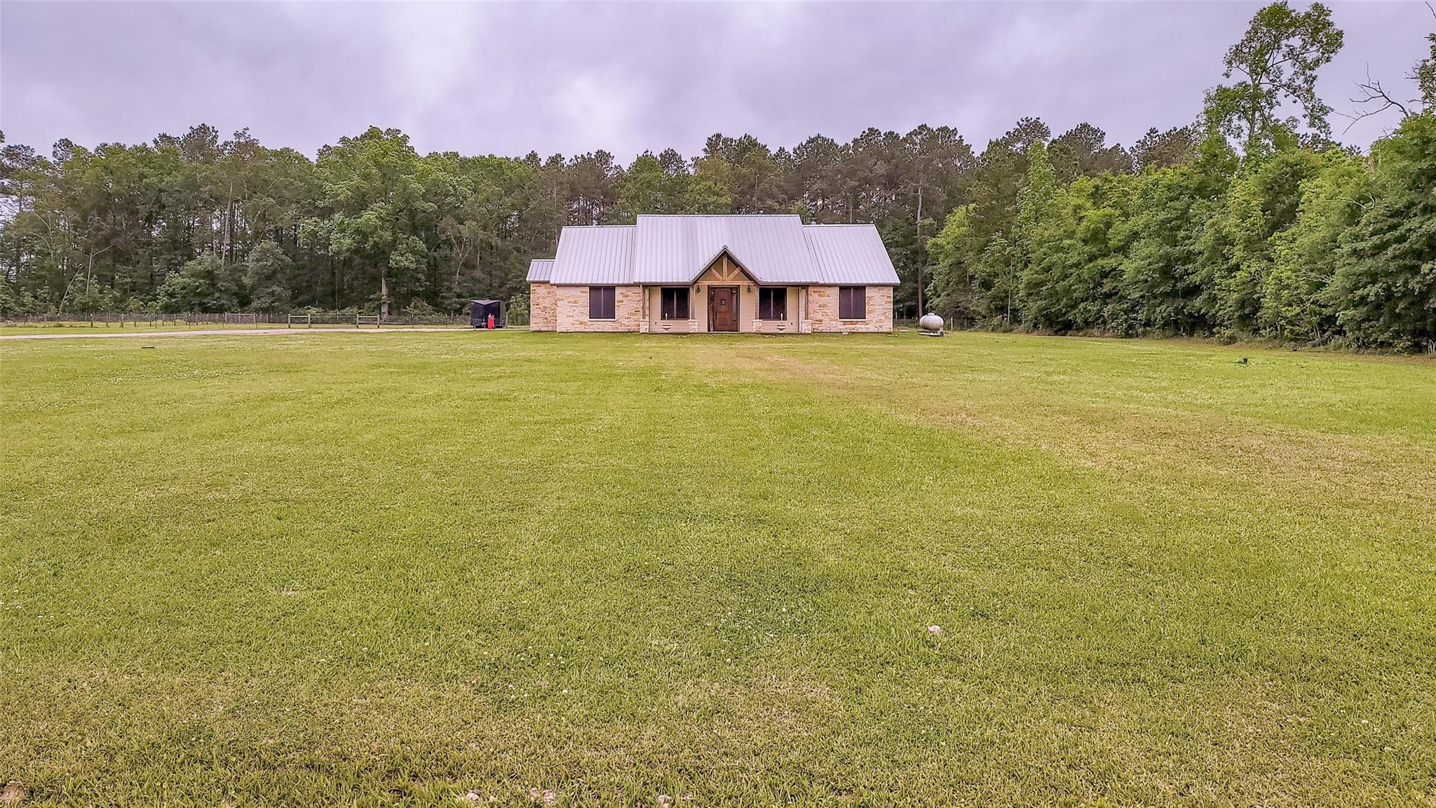 826 County Road 3141 E Property Photo 1
