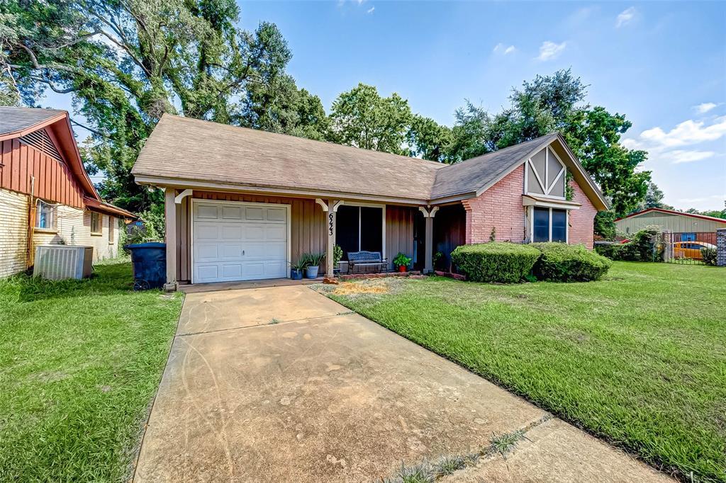 6223 Moss Oaks Drive Property Photo - Houston, TX real estate listing