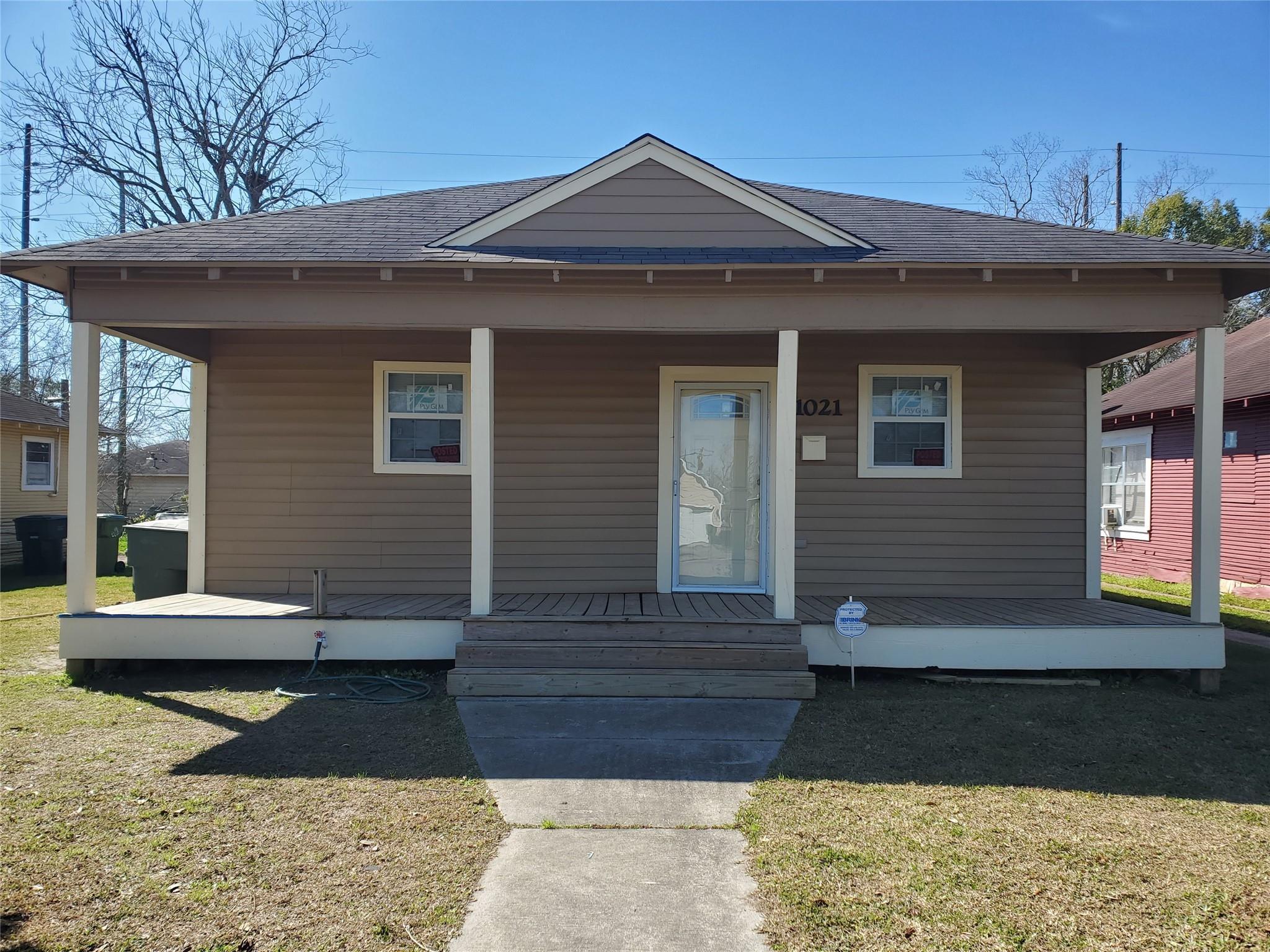 1021 Dequeen Boulevard Property Photo