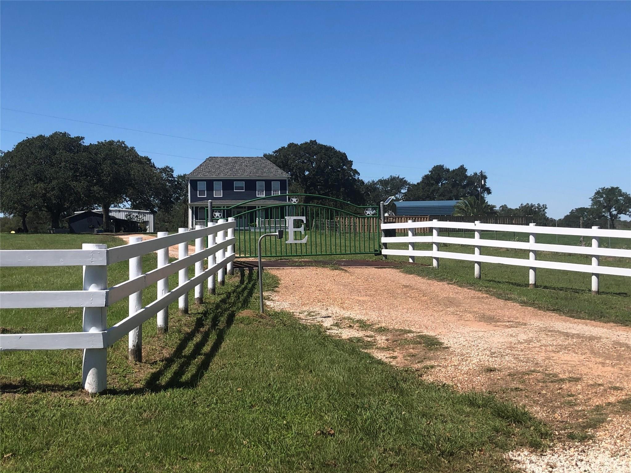 1275 Hickey Road Property Photo - Yoakum, TX real estate listing