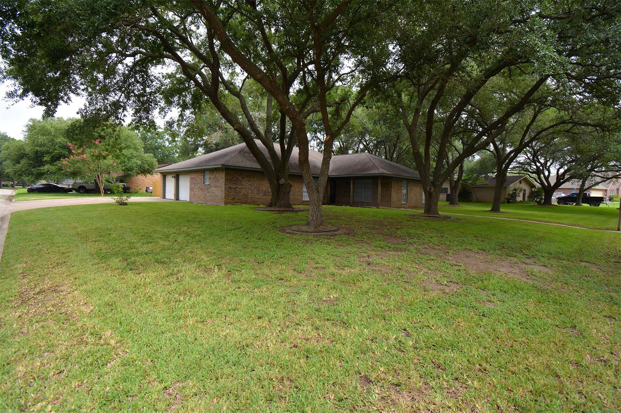 862 White Oak Drive Property Photo 1
