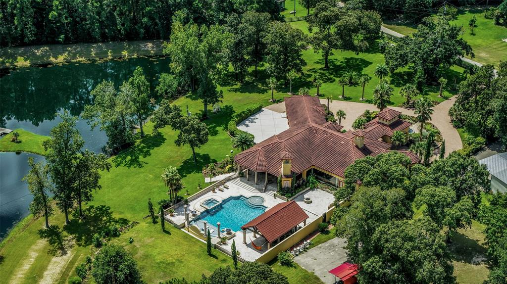 1065 Meachen Street Property Photo - Conroe, TX real estate listing