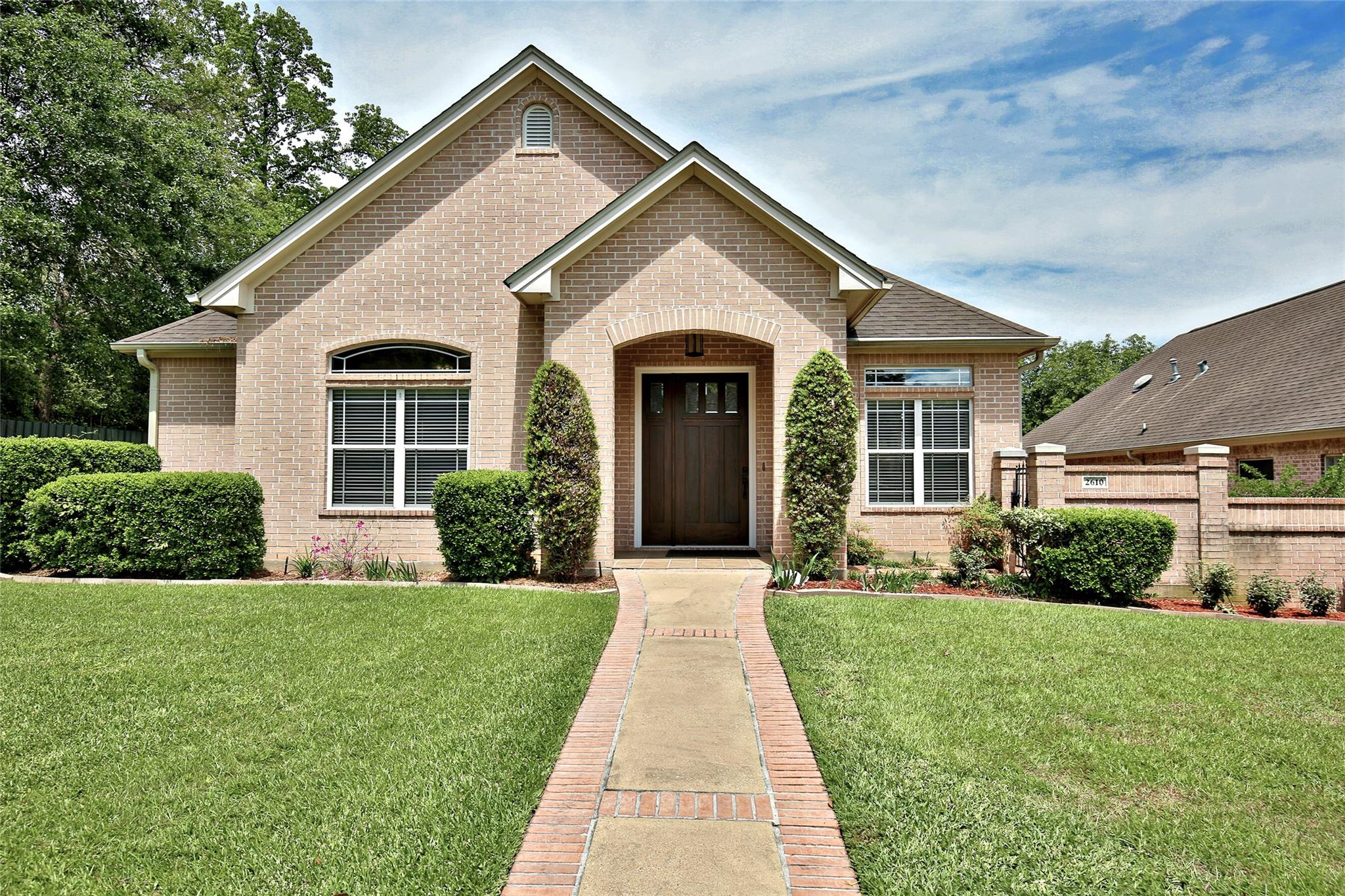 2610 Woodstock Drive Property Photo - Lufkin, TX real estate listing