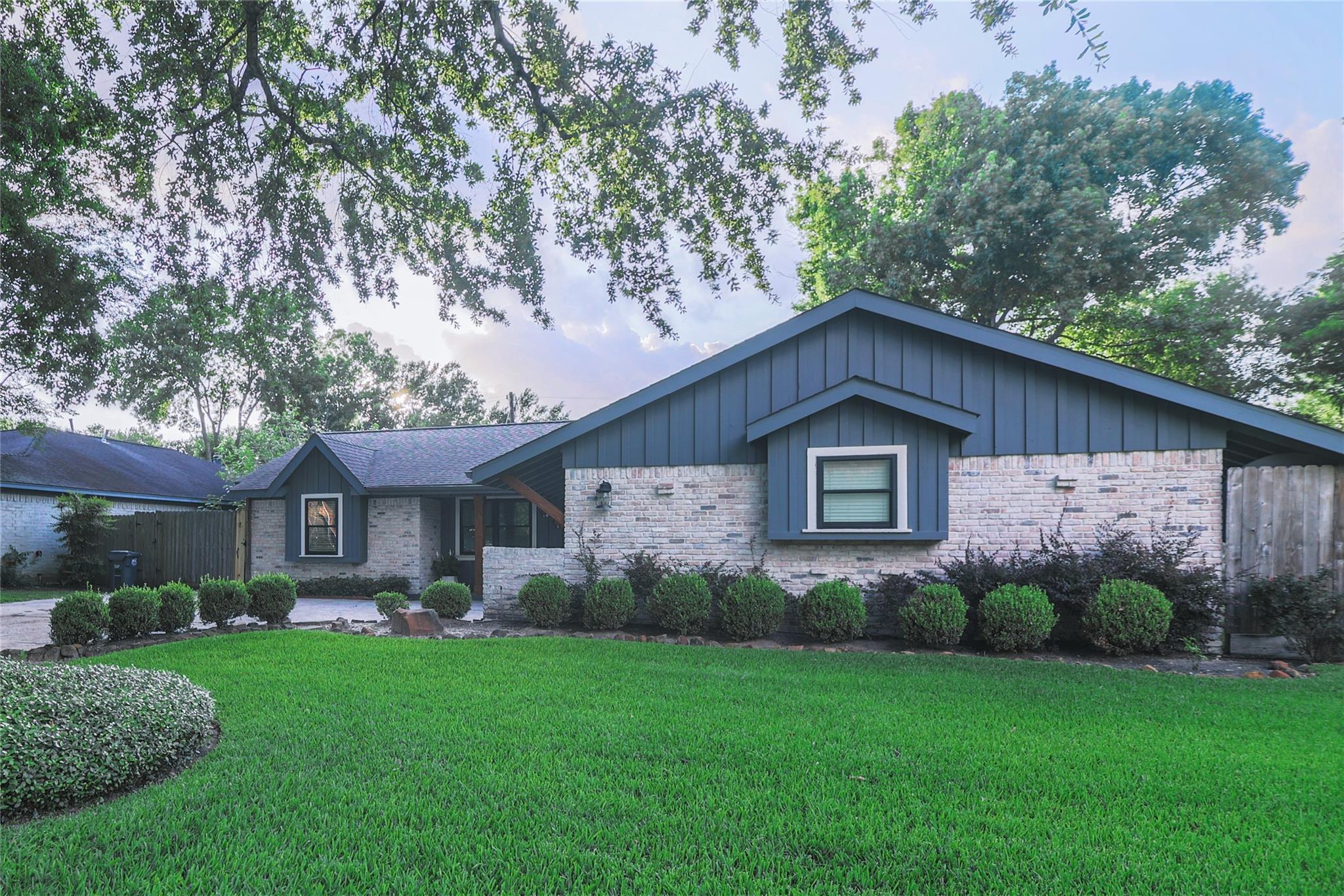 15618 Lakeview Drive Property Photo