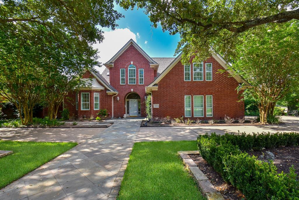 102 Whimbrel Drive Property Photo - Sugar Land, TX real estate listing
