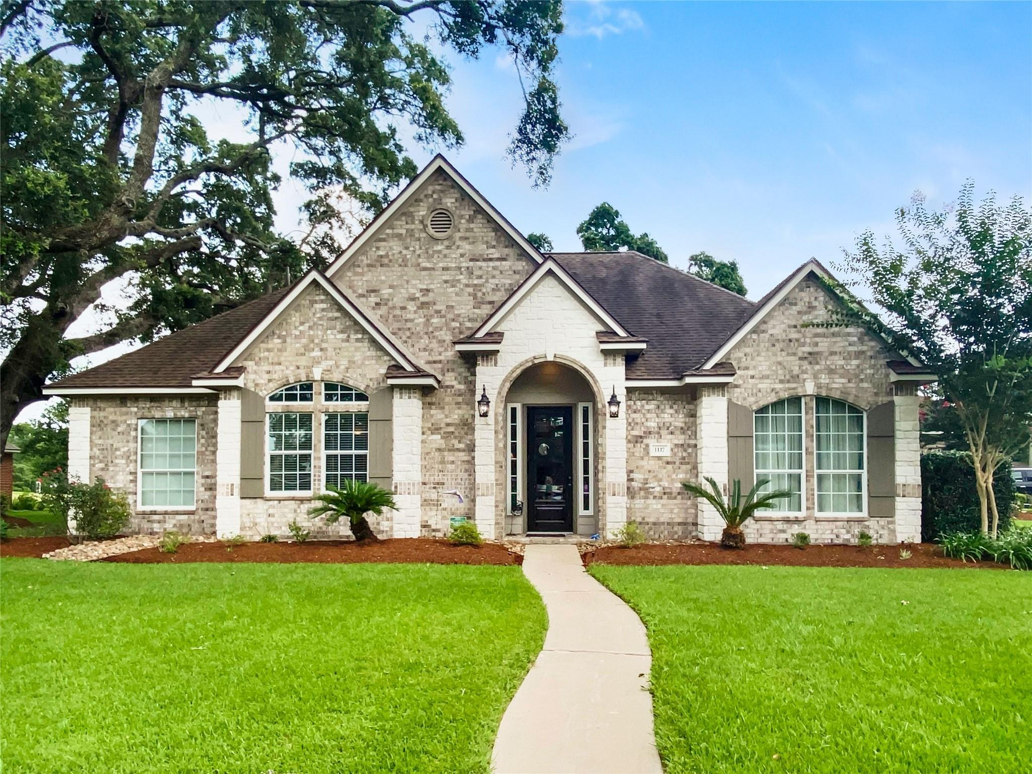 1117 Oak Park Drive Property Photo 1