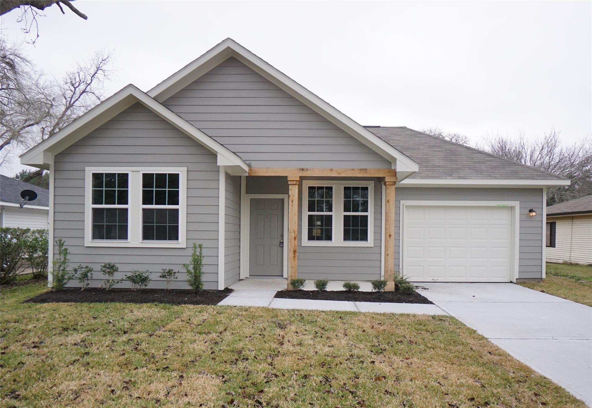 6412 Gresham Street Property Photo - Wallis, TX real estate listing