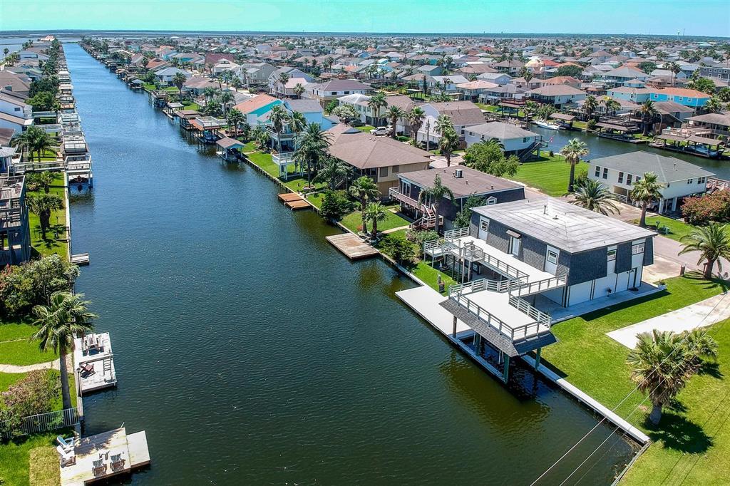 1196 Sailfish Street Property Photo - Bayou Vista, TX real estate listing