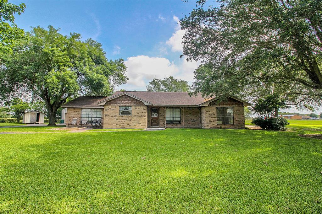 106 N Lake Drive Property Photo - Winnie, TX real estate listing
