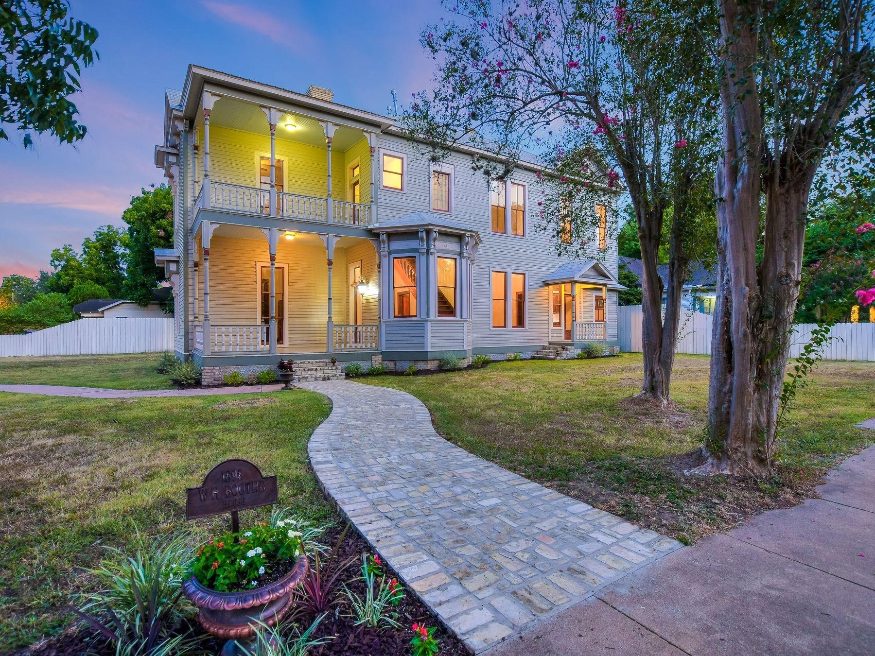 722 Saint Francis Street Property Photo - Gonzales, TX real estate listing