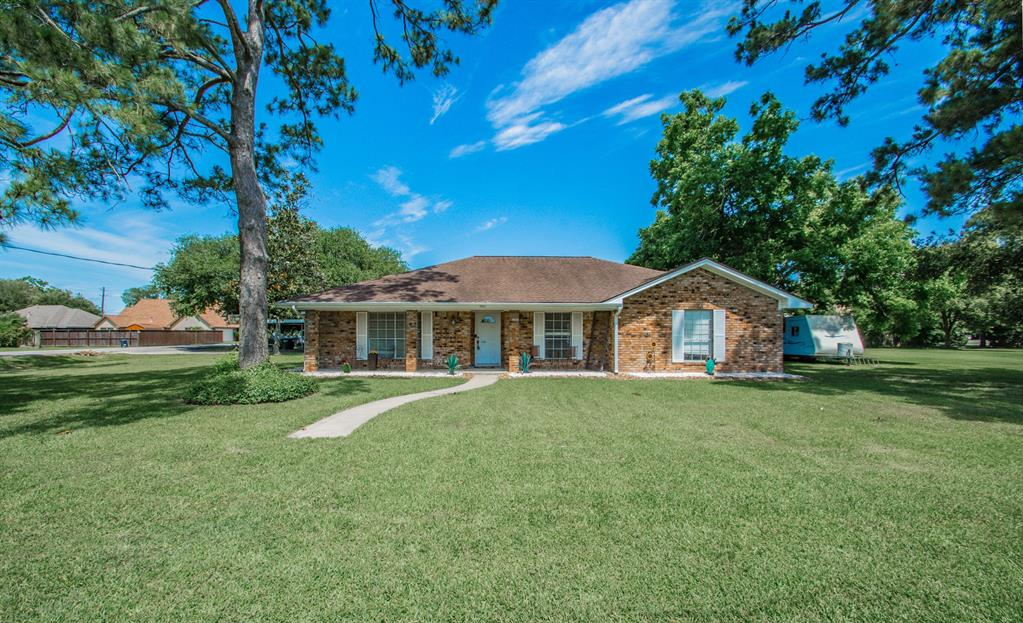 5822 4th Street Property Photo - Danbury, TX real estate listing
