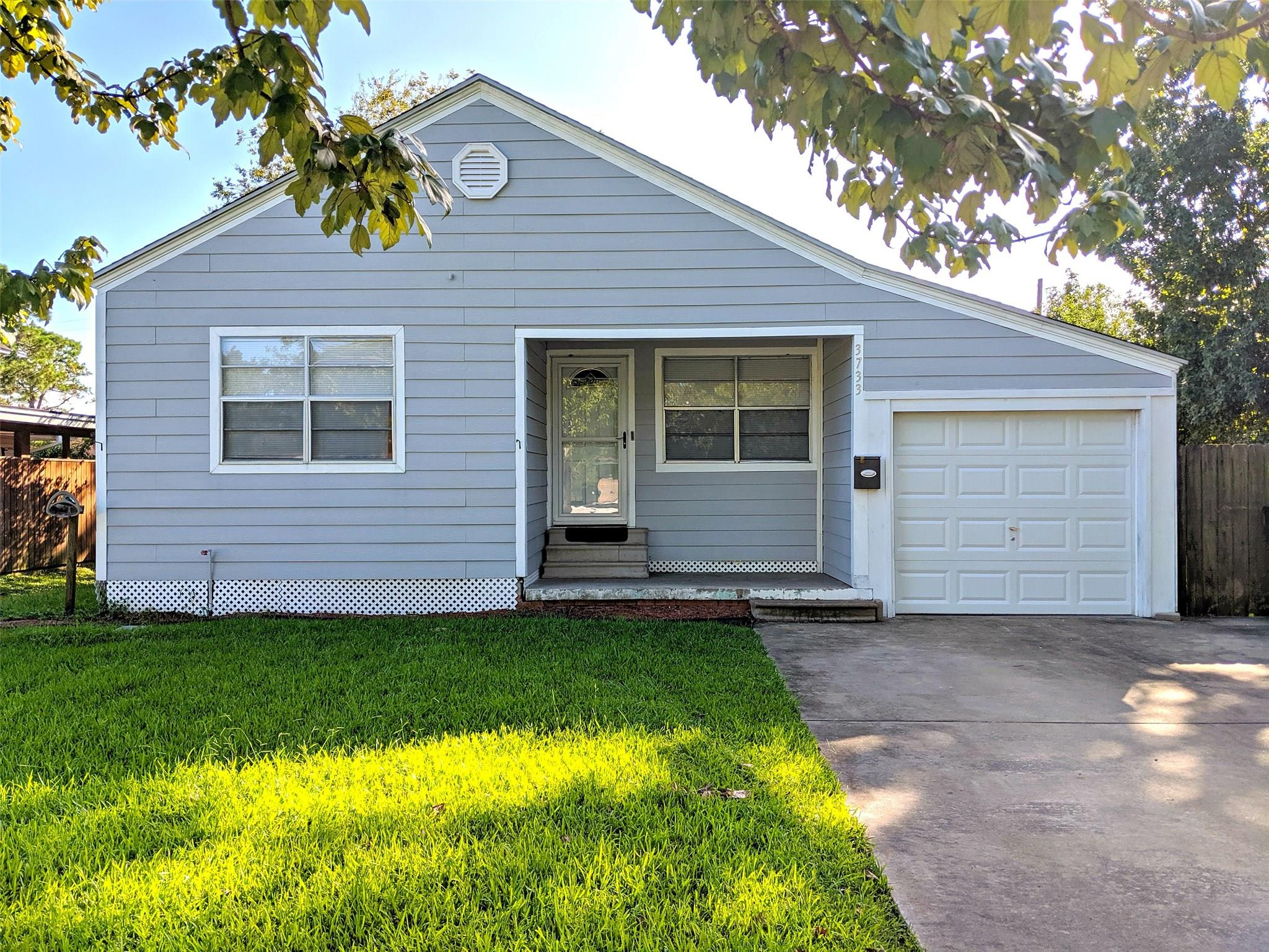 3733 Hays Avenue Property Photo - Groves, TX real estate listing