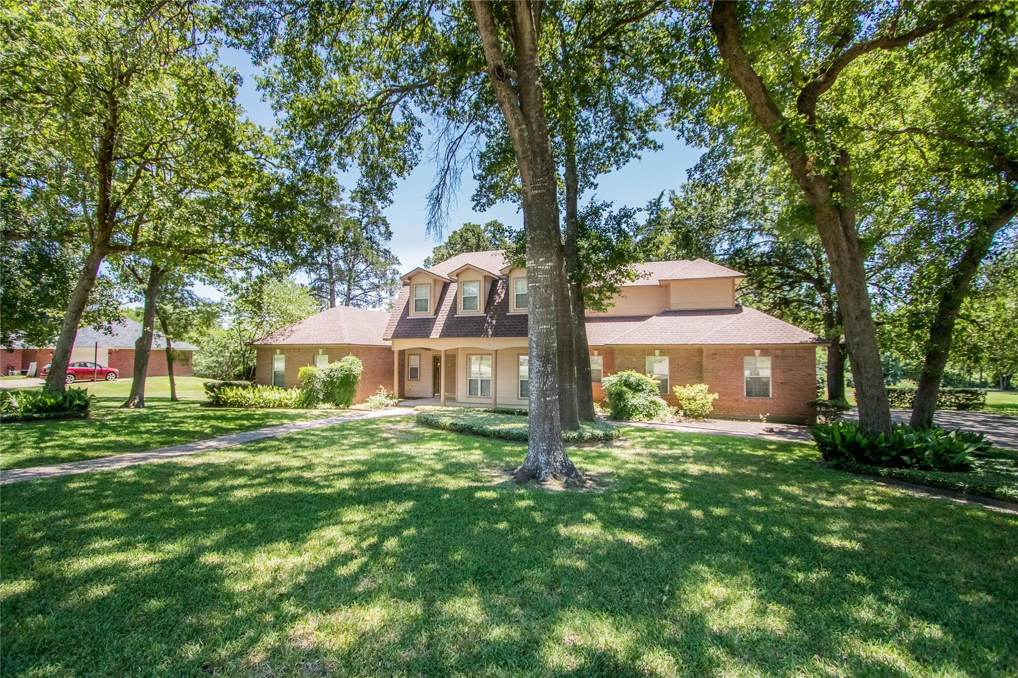 811 Copperas Drive Property Photo - Caldwell, TX real estate listing