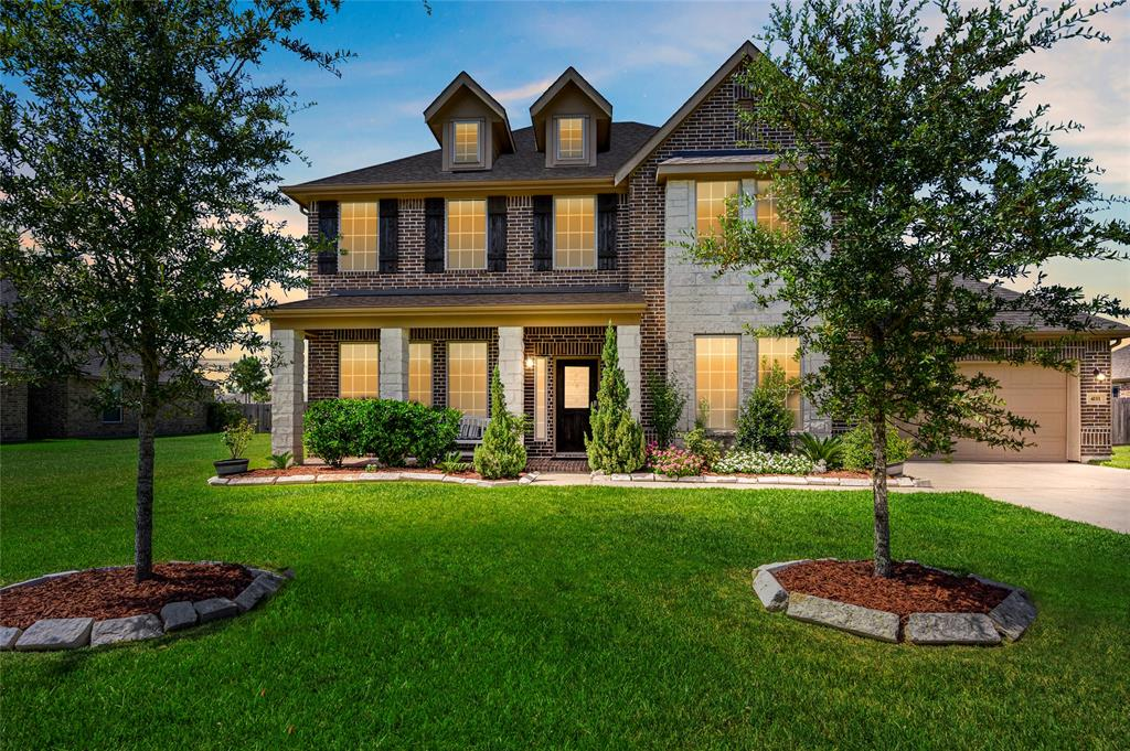 4111 Broadmoor Drive Property Photo - Mont Belvieu, TX real estate listing