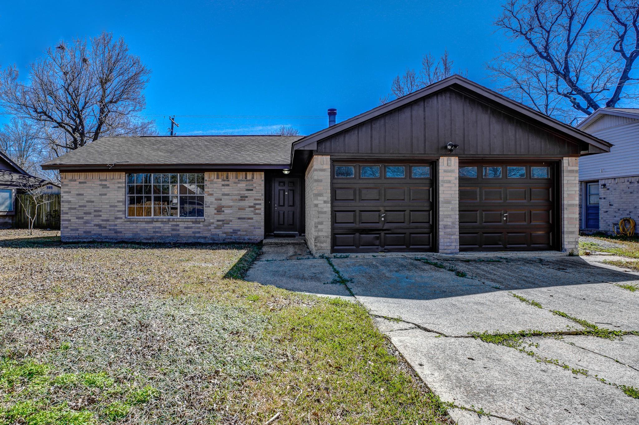 415 Highland Woods Drive Property Photo - Highlands, TX real estate listing