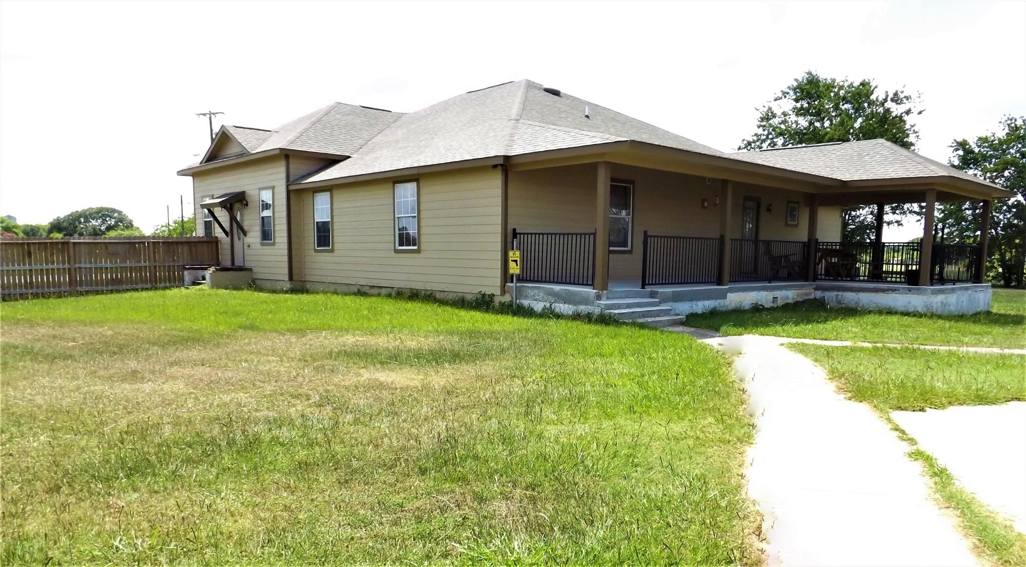 1218 E Main Street Property Photo