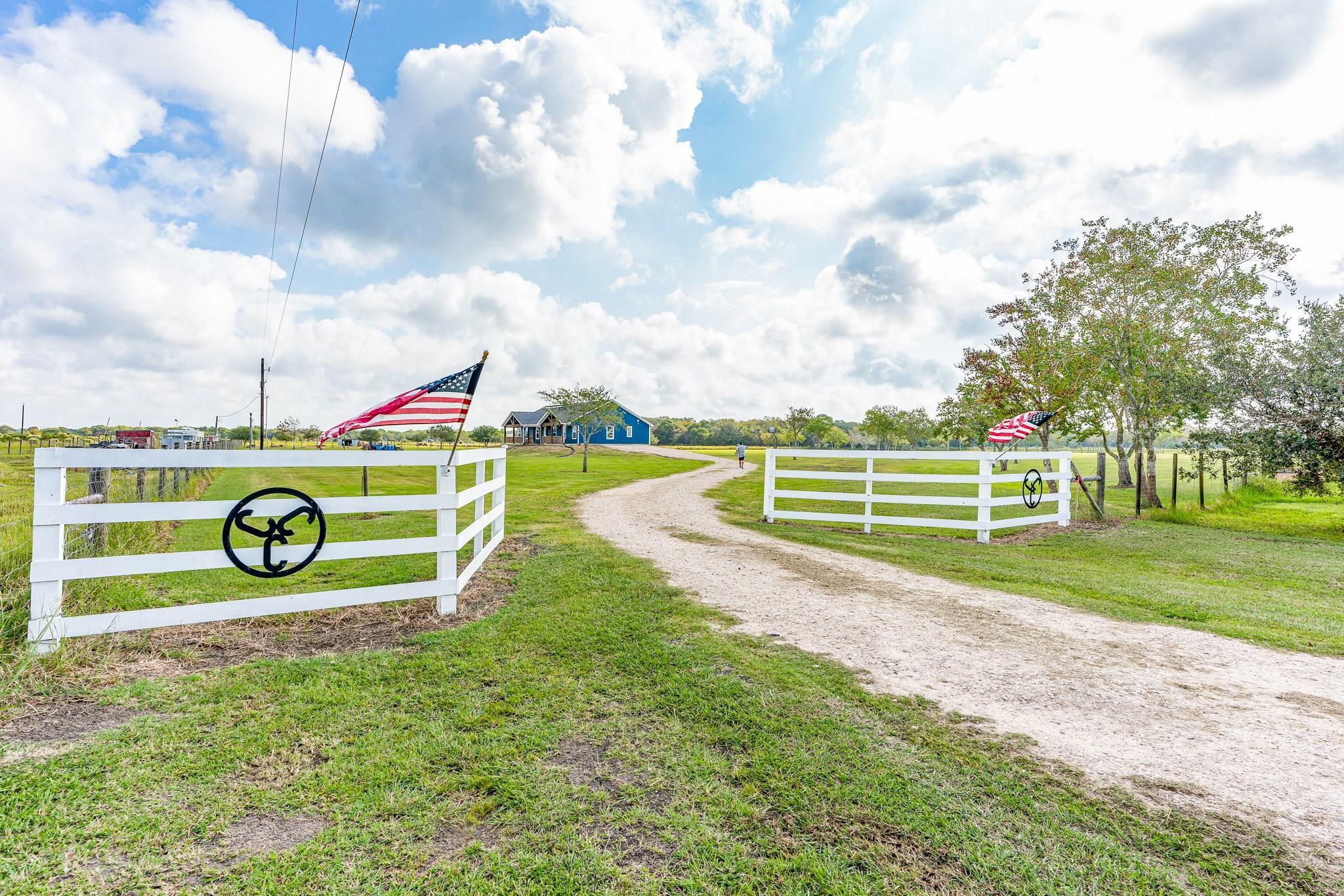 5049 County Road 208 Property Photo - Danbury, TX real estate listing