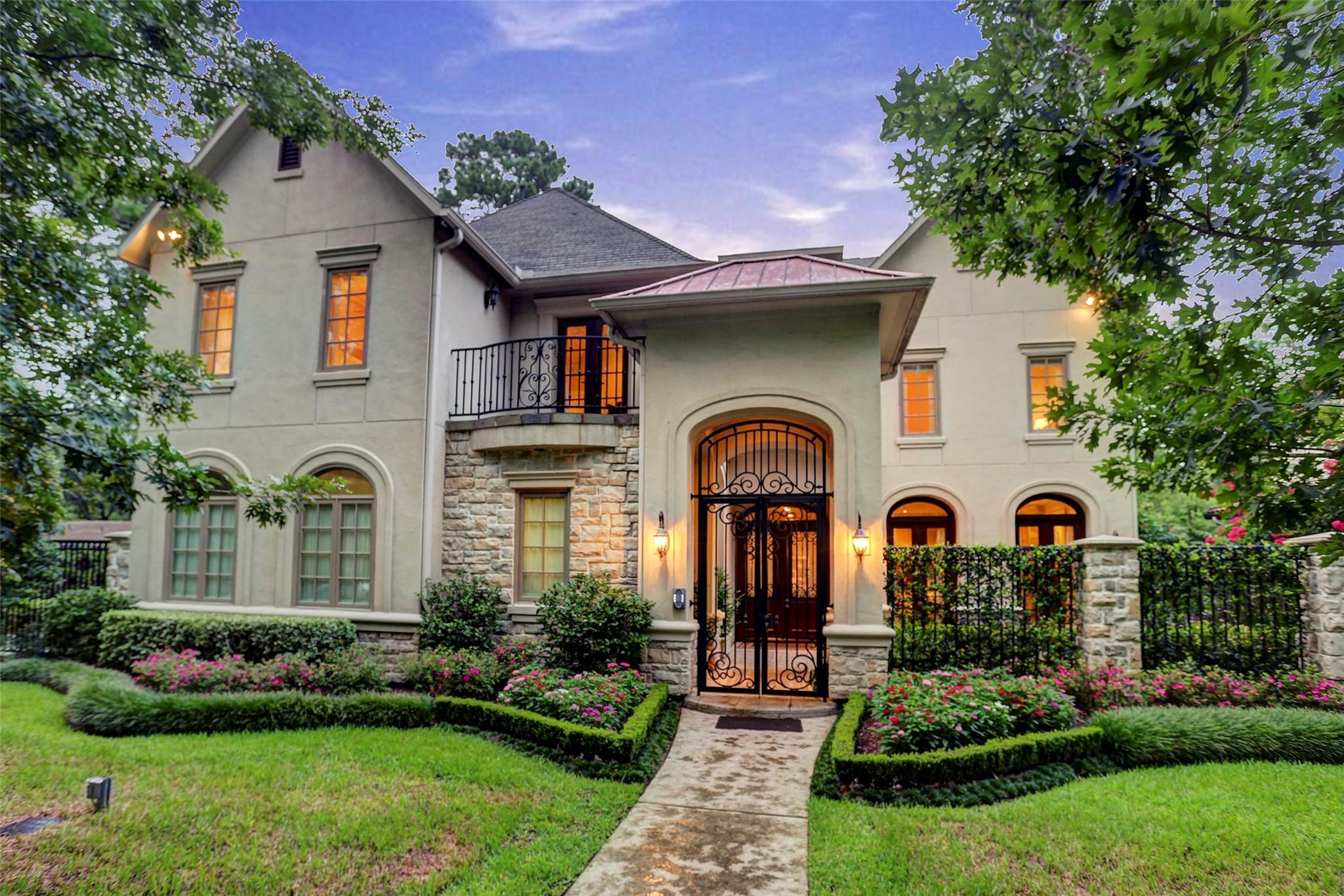 10826 Roaring Brook Lane Property Photo - Hunters Creek Village, TX real estate listing
