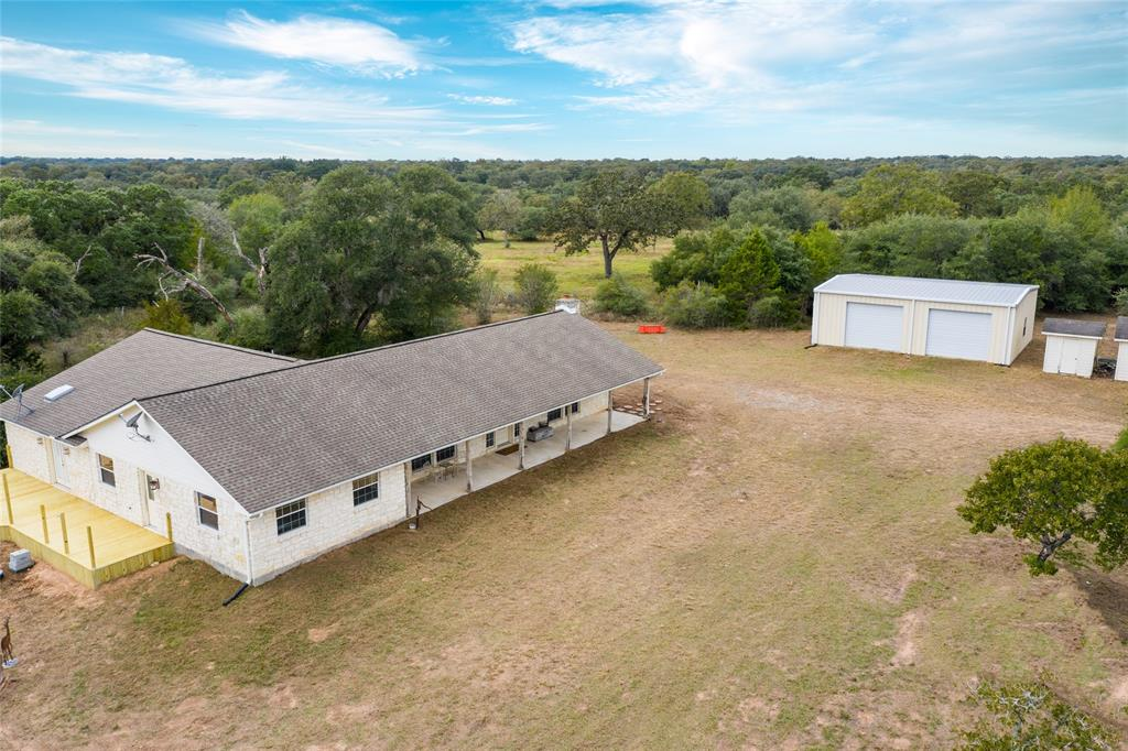 1060 Branding Iron Road Property Photo - Weimar, TX real estate listing