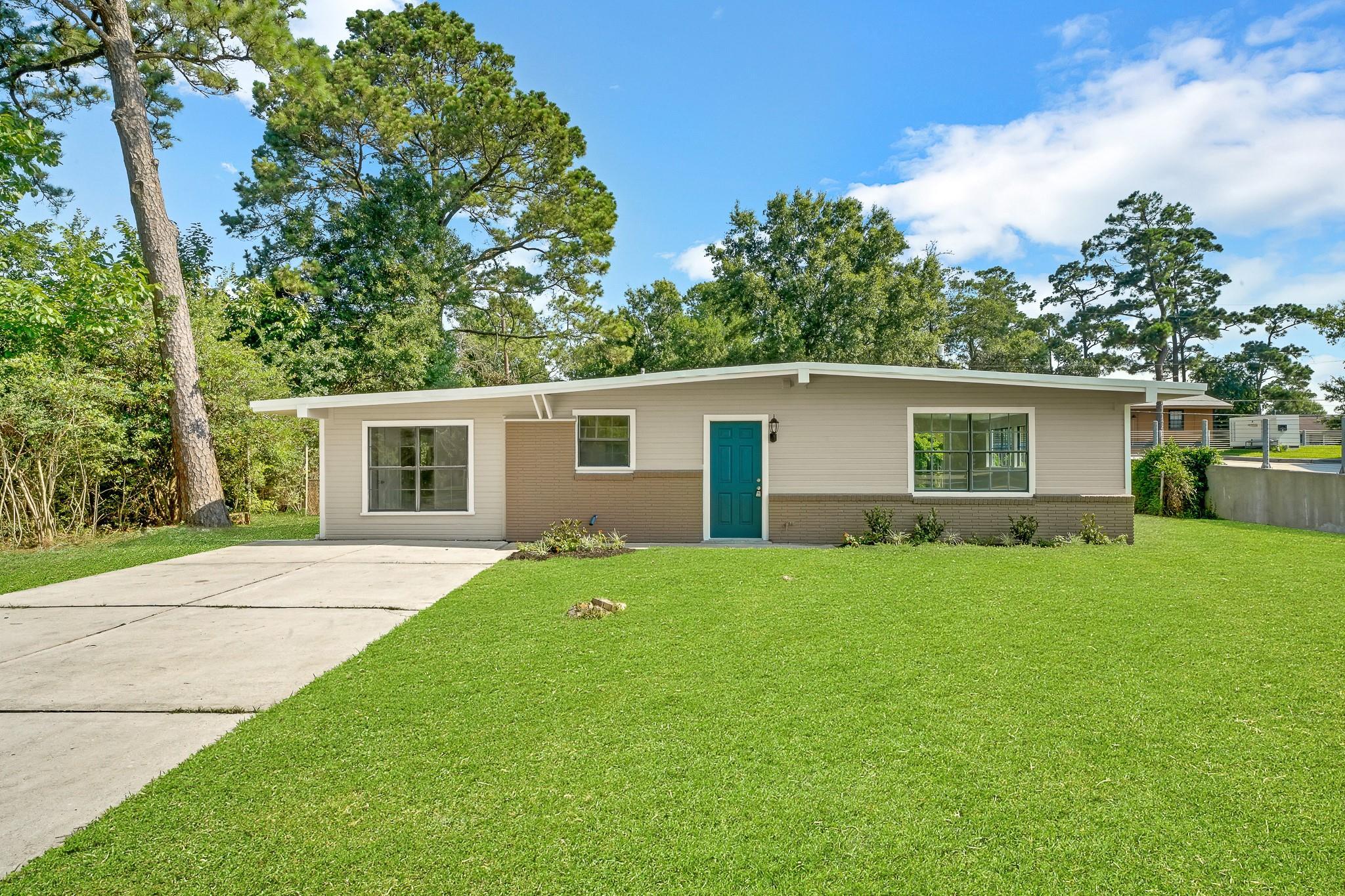 606 Shore Acres Boulevard Property Photo