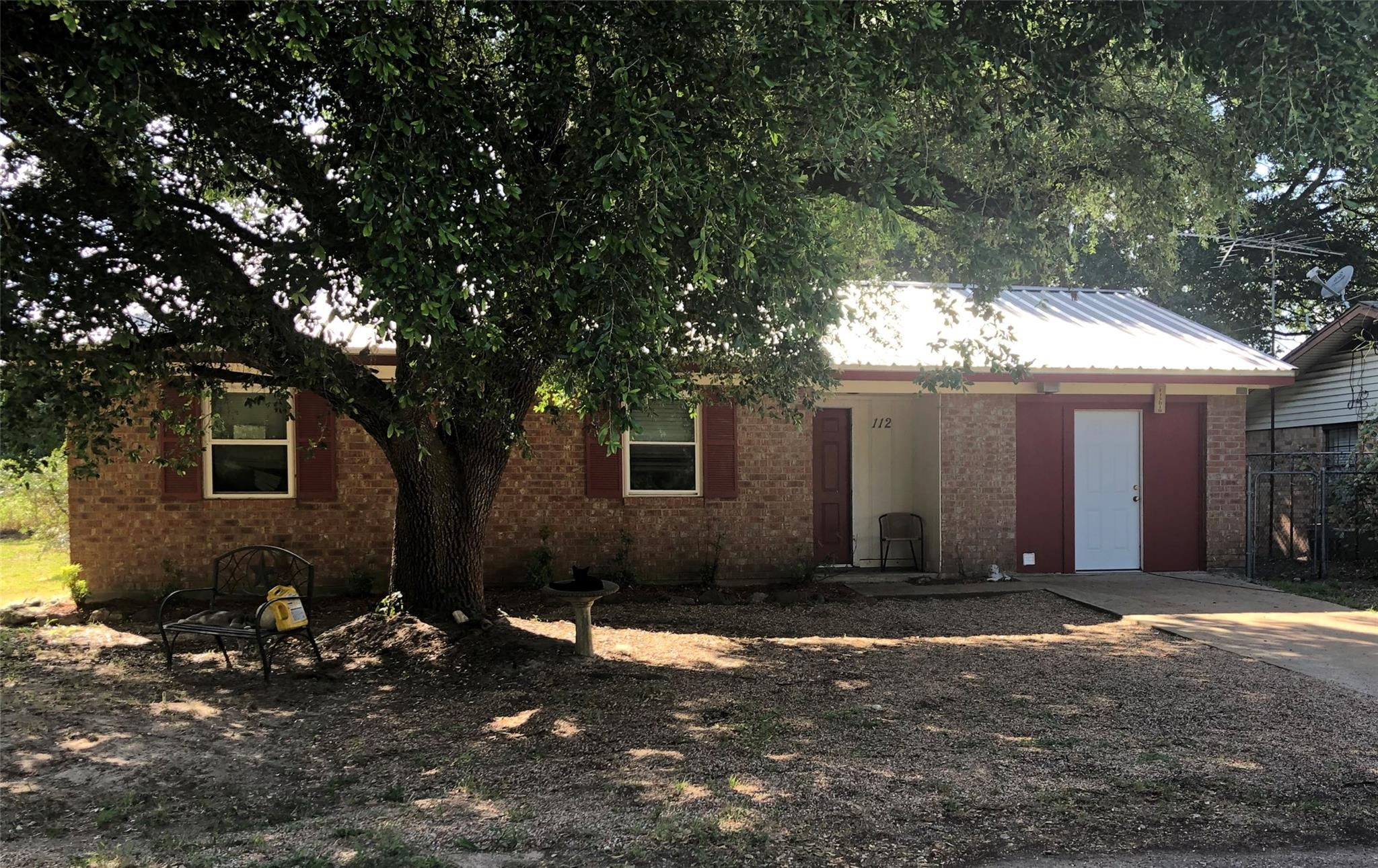 112 Elaina Street Property Photo - Jewett, TX real estate listing