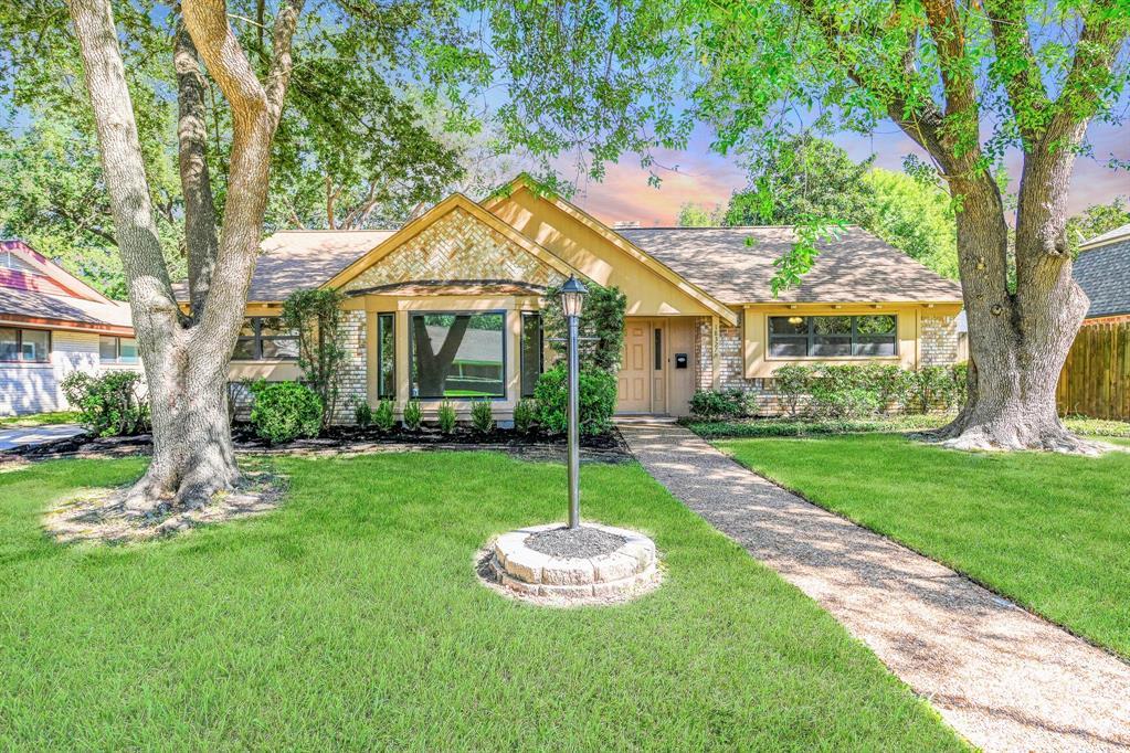 18327 Blanchmont Lane, Nassau Bay, TX 77058 - Nassau Bay, TX real estate listing