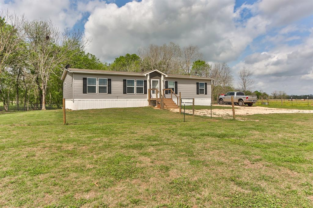 1845 County Road 121 Property Photo - Boling, TX real estate listing