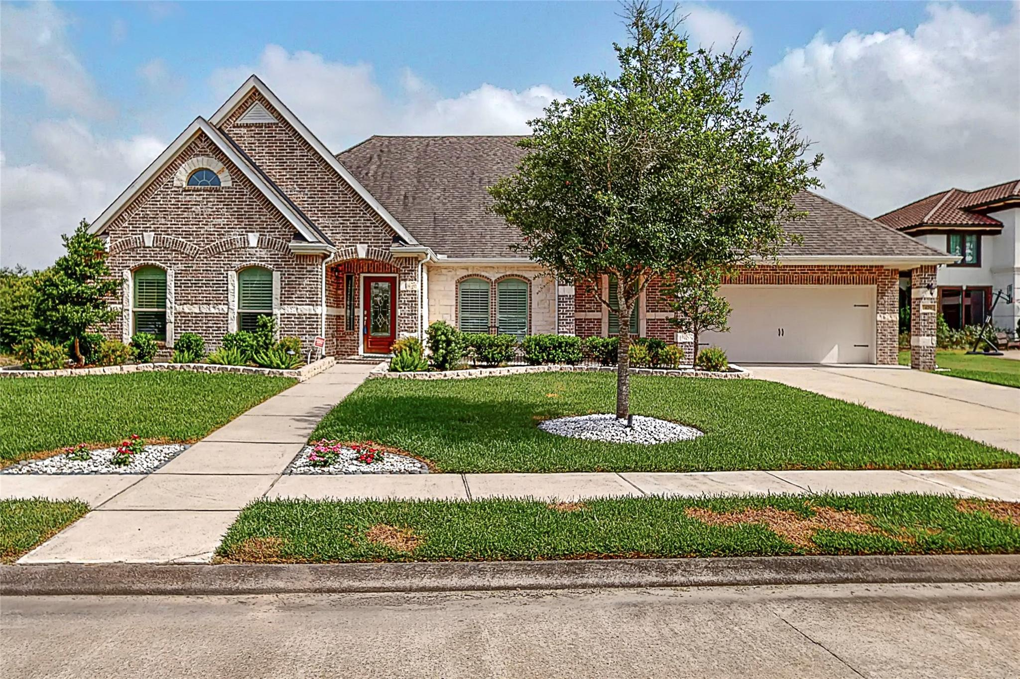 429 Old Orchard Drive Property Photo - Dickinson, TX real estate listing