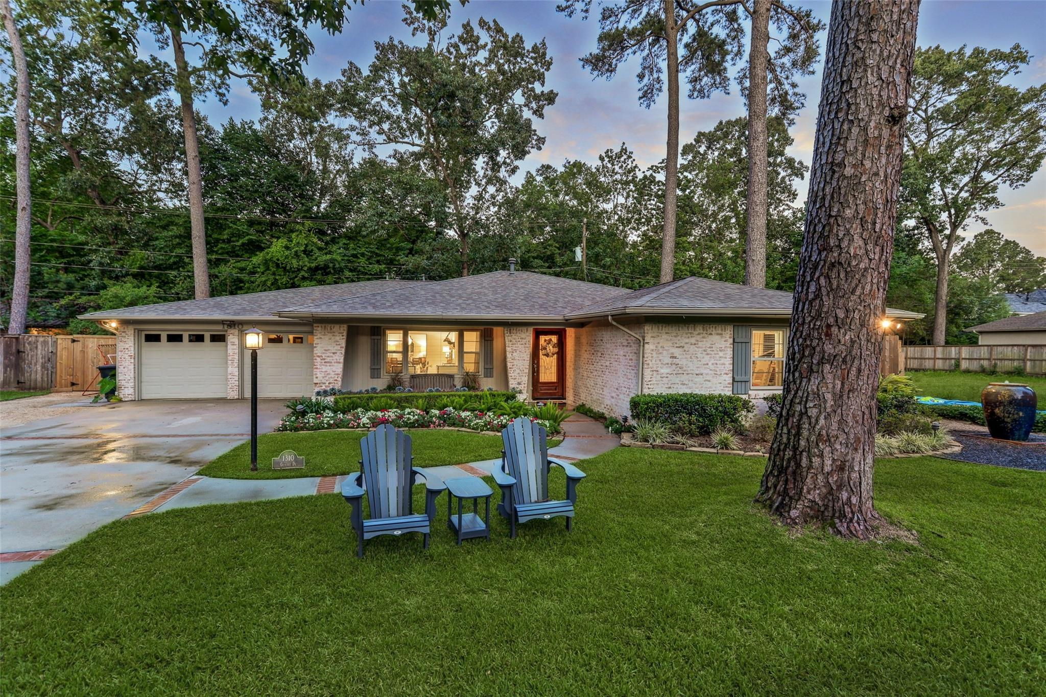 1310 Glourie Drive Property Photo - Hilshire Village, TX real estate listing