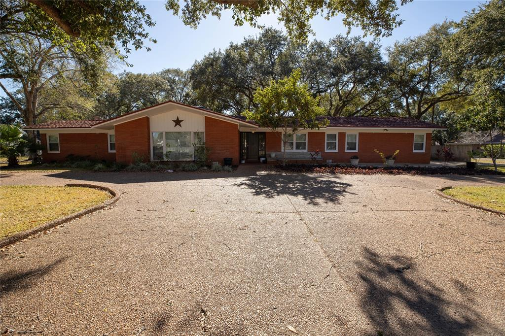 1010 6th Street Property Photo - Bay City, TX real estate listing