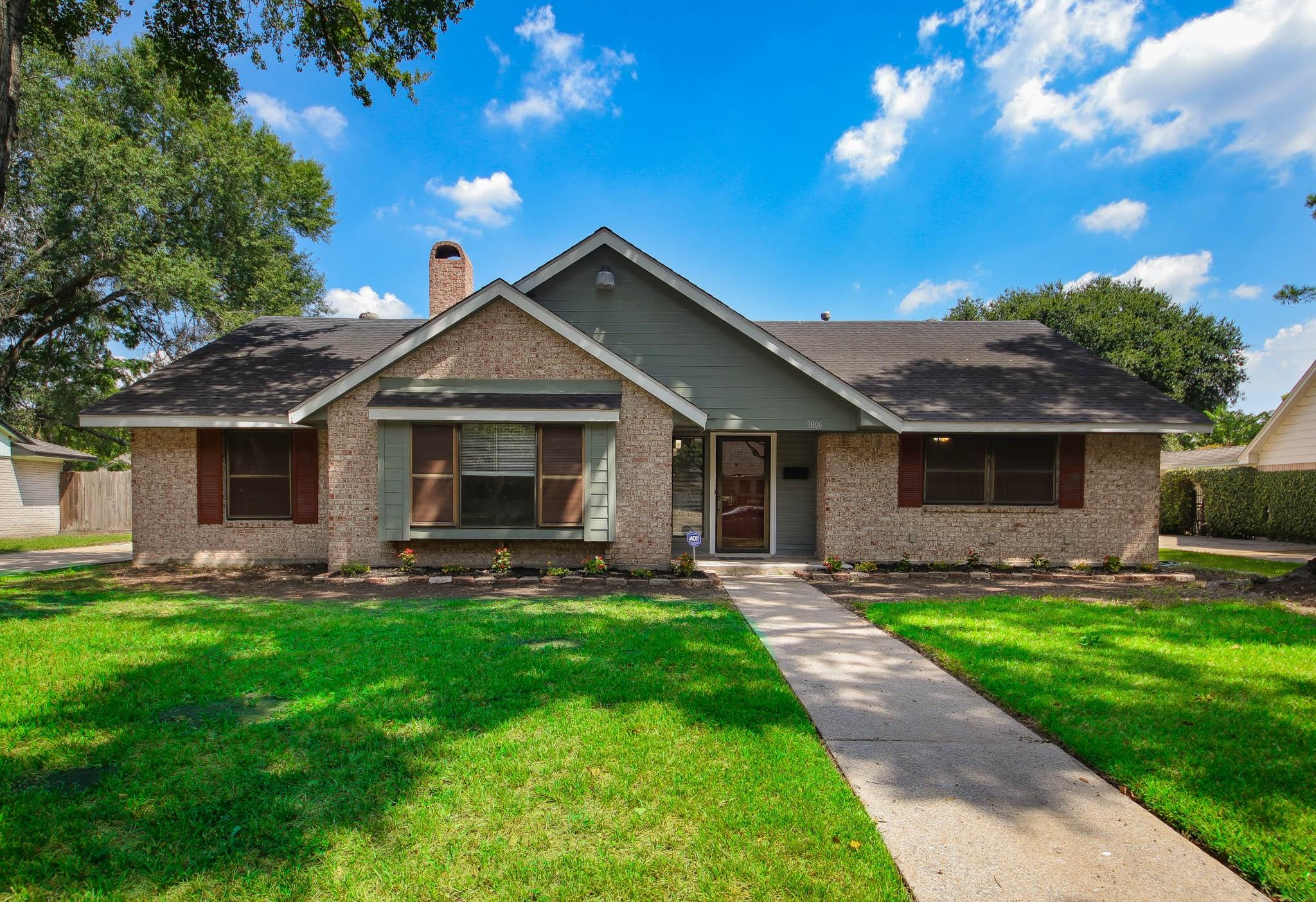 7806 Clarewood Drive Property Photo - Houston, TX real estate listing