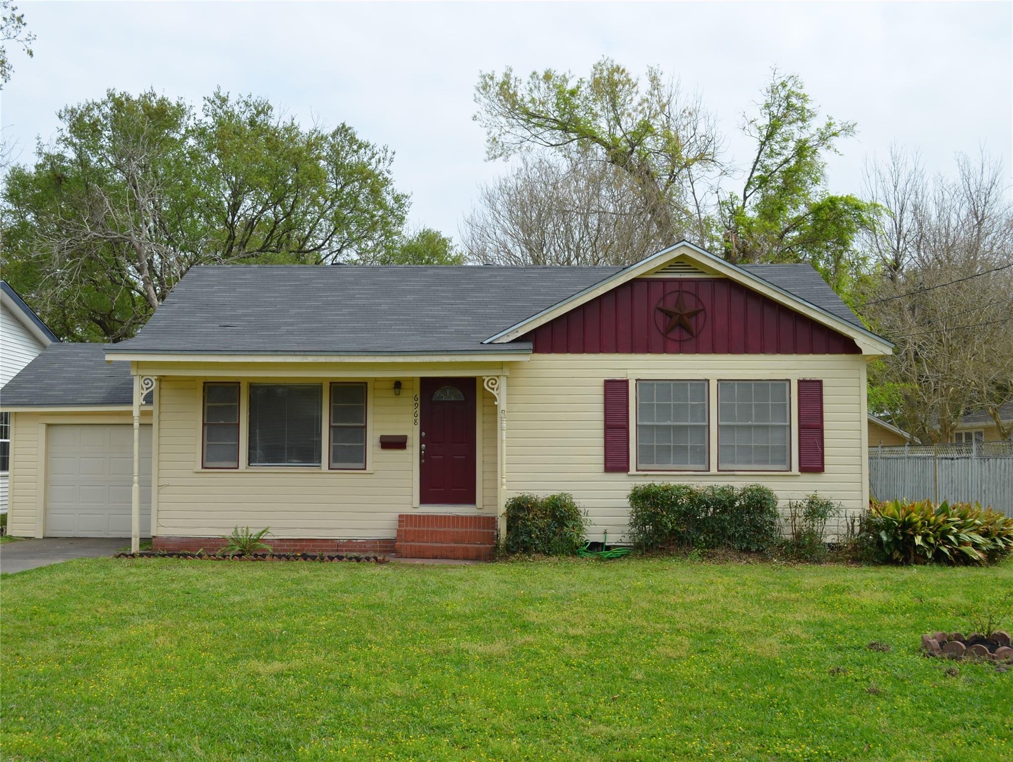 6968 Washington Street Property Photo - Groves, TX real estate listing